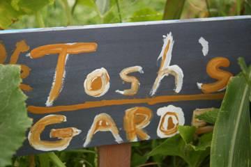 Tosh's Garden Sign